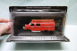 DeAgostini - CAMION POMPIERS LF 8 BORGWARD B 2500 A/O NBO 1/72 - Voitures, Camions, Bus