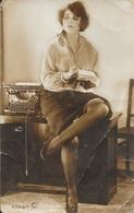 Femme: Secrétaire Et Sa Machine à écrire - Série C Filmar - Edition Wyndham - Carte Non Circulée - Vrouwen