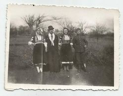 Bulgarian Women With Folk Costume And Men Pose For A Photo T182-49 - Anonymous Persons