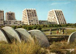 La Grande Motte Les Immeubles Pyramidaux Vus De La Plage 1977 CPM Ou CPSM - Altri Comuni