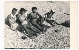 REAL PHOTO Ancienne Two Swimsuit Women Man And Kid Boy On Beach  Femmes En Malliot De Bain Homme Garcon Plage Old Orig - Photos