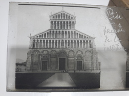 96 - Plaque De Verre - Italie - Pise - Façade De La Cathédrale - Glasplaten