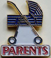 BB 344 )........PARENTS..........VOITURE   D ENFANTS...LANDAUS - Pin's
