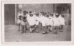 26456 Deux 2 Photo Enfant Child Costume Blanc Danse Ronde Communion ? Fette -année 1950 ? Garçon Fille - Personnes Anonymes