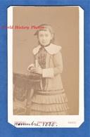 Photo Ancienne CDV - PARIS - Portrait De Jeune Fille - Nov 1889 - Photographe Chambay Girl Enfant Pose Mode Croix Robe - Anciennes (Av. 1900)