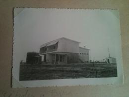 """Photo - Cameroun 1953 - Douala, Cité Des Pétroles à """"Bassa"""", Cases De L'architecte Henri-Jean Calsat Style Brésilien - Africa"""