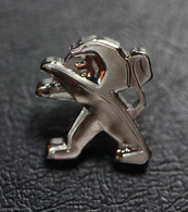 Pin's Officiel Nouveau Logo Lion Automobiles Peugeot - PSA - Peugeot
