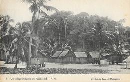 Madagascar, Un Village Indigène De Nossi-Bé - Carte F.N. N° 8 Non Circulée - Madagascar