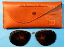 CLIP SOLAIRE POUR LUNETTES AVEC ETUI LES LUNETTES ESSILOR - Sun Glasses