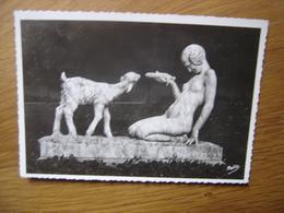 CP Carte Postale Postcard NIMES GARD JARDINS DE LA FONTAINE JEUNE FILLE CHEVREAU - Museum