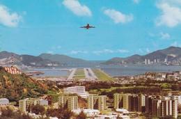 Postcard Hong Kong View Of Plane Landing From Lung Tseung Road My Ref  B22449 - China (Hong Kong)