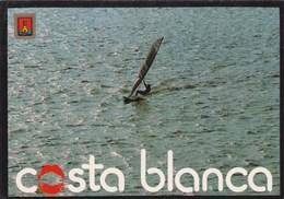 COSTA BLANCA - Carte Souvenir, Planche à Voile ( Tarjeta De Recuerdo, Windsurf) - - Espagne