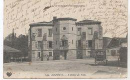 63...LEZOUX  L HOTEL DE VILLE  1909 + CALECHES  ET MAIRE AU BALCON - Lezoux