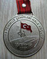 AC - TURKEY ATHLETICS FEDERATION 15 JULY MARTYRS'S PUBLIC RUNNING 15 JULY 2017 MEDALLION #2 - Athletics