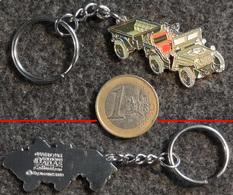 Porte-clé En Métal Chromé Cloisonné Et Peint - Jeep Avec Remorque De L' US Army WW2 - Véhicules