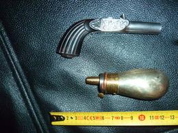 Lot Petit Pistolet De Coffre 1830+ Sa Poire , Rare !pour Dame - Armes Neutralisées