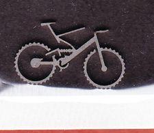 Stanzteil?, Miniatur, Fahrrad Aus Metall, 2,5 Cm Lang; 1,5 Cm Hoch (48620) - Pin's & Anstecknadeln