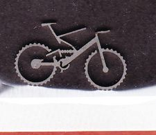 Stanzteil?, Miniatur, Fahrrad Aus Metall, 2,5 Cm Lang; 1,5 Cm Hoch (48620) - Badges