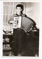 Photo Originale , Enfant Jouant à L'accordéon , Dim 8.5 X 12.0 Cm - Photos
