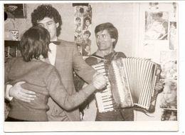 Photo Originale , Homme Jouant à L'accordéon , Dim 11.5 X 8.0 Cm - Photos