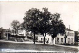 LA GUERCHE SUR L'AUBOIS (18) - Poste - Monument Aux Morts - N° 11 - La Guerche Sur L'Aubois