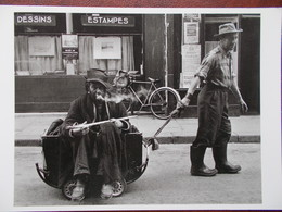 PHOTOGRAPHE - Robert DOISNEAU - Le Baron Wiliam Et Son Chauffeur. - Doisneau