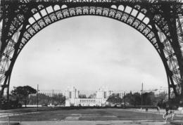 PARIS ET SES MERVEILLES: Le Palais De Chaillot Vu Sous La Tour Eiffel - Otros Monumentos