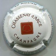 CAPSULE-CHAMPAGNE CHASSENAY D'ARCE N°18 Fond Blanc Cassé - Champagnerdeckel