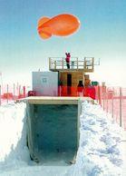 1 AK Antarktis * Die Amundsen-Scott-Südpolstation Der USA - Forschungsstation Von 1975 Bis 2009  Forscher Bei Der Arbeit - Ansichtskarten