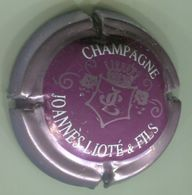 CAPSULE-CHAMPAGNE JOANNES-LIOTE & FILS N°07 Violet, Contour Rosé-violacé - Champagnerdeckel