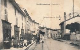 H90 - 71 - PLACÉ-LES-MACON - Saône-et-Loire - Grande Rue - Otros Municipios