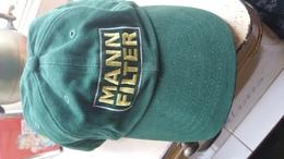 Pet Cap - Mann Filter - Mann+Hummel Groep -  Ludwigsburg, Duitsland - Casquettes & Bobs