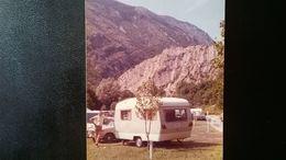 Lot 130 Photos Originales En Couleurs Sans Doute Années 1970 Vacances  Camping  Bord De Mer Plage Cortège Folklorique .. - Albums & Collections