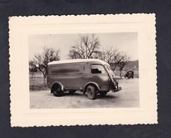 Photo Originale Vintage Snapshot  Fourgonnette Renault Goelette Archives Taron Negociant En Vins Bazoilles Sur Meuse - Automobiles
