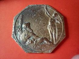CURIEUX MÉDAILLE LAITON ? EXPOSITION INTERNATIONALE D'ANVERS 1930  Diamètre 85 Mm 135.23 Grammes - Unclassified