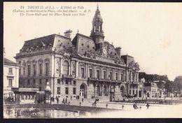 CPA - TOURS (37 - INDRE ET LOIRE) - L'HOTEL DE VILLE ET LA PLACE, COTE SUD OUEST (N° 24) - ANIMEE - Tours
