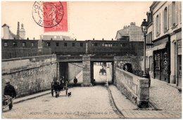 78 POISSY - La Rue De Paris Et Le Pont Du Chemin De Fer - Poissy