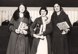 Paris Ouvrieres De La Couture Parisienne Distribution De Prix Ancienne Photo Meurisse 1931 - Professions