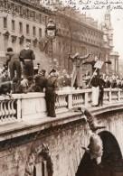 Paris Etudiants Des Travaux Publics Pere Cent Jete Dans La Seine Ancienne Photo Meurisse 1935 - Places