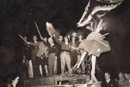 France Etudiants? Defilant Char Bateau Carnaval? Ancienne Photo De Presse 1930's - Photographs