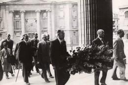 Paris Pantheon Amis De Jean Jaures Deposant Une Gerbe Ancienne Photo De Presse Vers 1950 - Places