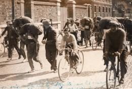 Paris Pantin Course Cycliste Des Charbonniers Avec Sac De 50kg Ancienne Photo Rol 1936 - Sports