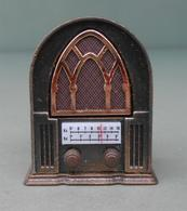 Radio,  Made In Spain: Play-Me  974. Never Used. Temperamatite, Pencil-sharpener, Taille Crayon, Anspitzer. - Altre Collezioni