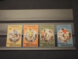 MALDIVES - 1986  CALCIO 4 VALORI - NUOVI(++) - Maldive (1965-...)