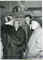 - Photo De Presse - Original - Françoise ROSAY, Simone SIGNORET Yves MONTANT, Palais De Chaillot 01-02-1952, TBE, Scans. - Personalità