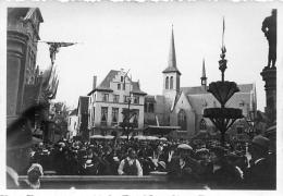 PHOTO  BRUXELLES  1935 EXPOSITION INTERNATIONALE  LE  VIEUX BRUXELLES  FORMAT  8.50 X 6 CM - Lieux