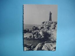 PHOTOGRAPHIE   PLOUMANACH - 22  - Phare De Ploumanac'h -  8,5 X  12 Cms - 1955  -  Côtes D'Armor - Ploumanac'h