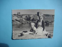 PHOTOGRAPHIE   TREGASTEL - 22  -  Presqu'ile Renote Face à Ploumanach  -  8,7 X  12,3 Cms - 1955  -  Côtes D'Armor - Trégastel