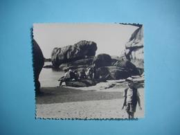 PHOTOGRAPHIE   TREGASTEL - 22  -  La Plage De Coz - Port  -  8,7 X  10 Cms - 1955  -  Côtes D'Armor - Trégastel
