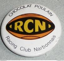 Vintage Ancien Badge En Tôle émaillée, Chocolat POULAIN, RCN Racing Club Narbonnais Narbonne Rugby - Chocolate